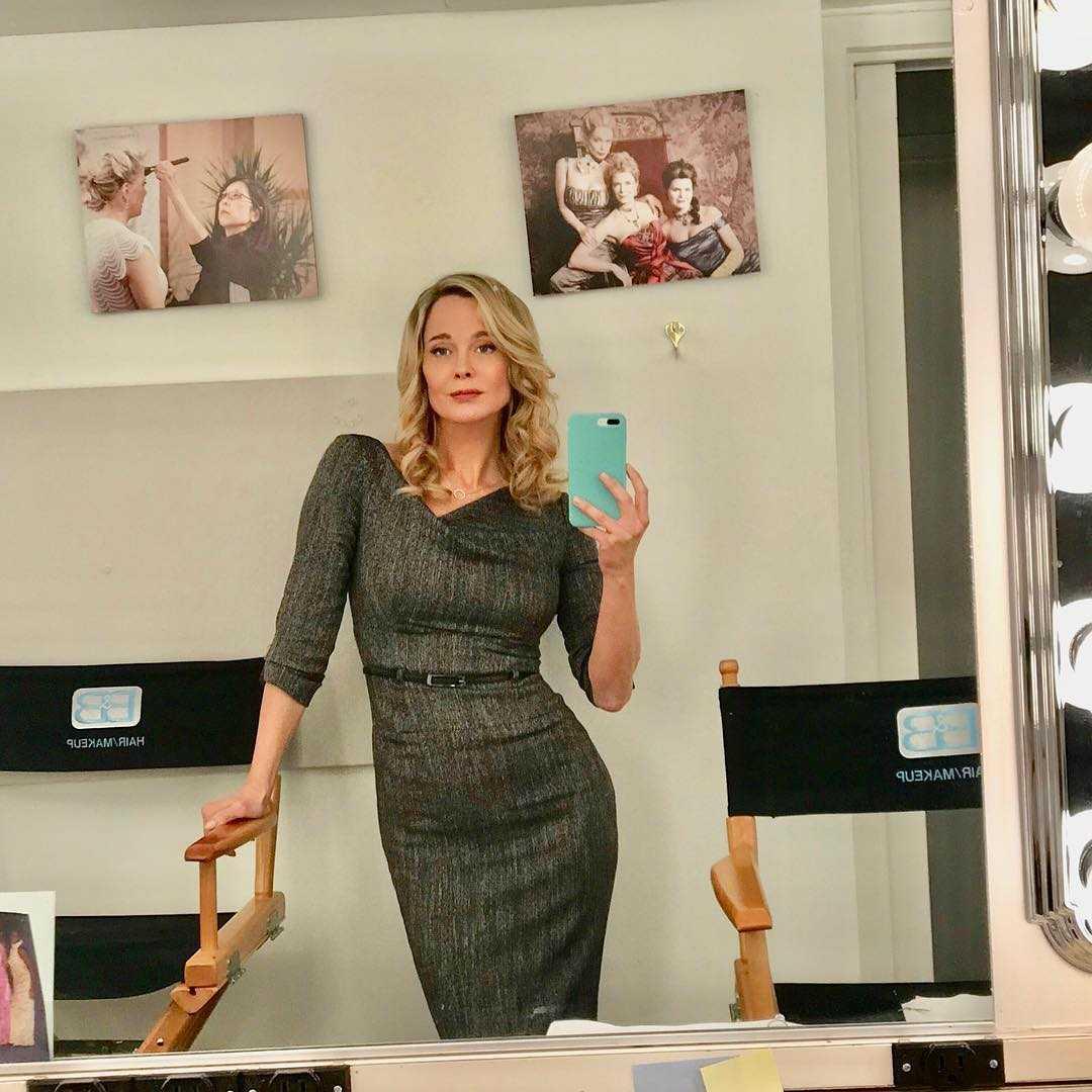 Jennifer Gareis on set