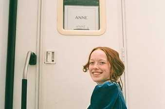 Who is Anne with an E star Amybeth McNulty dating now?