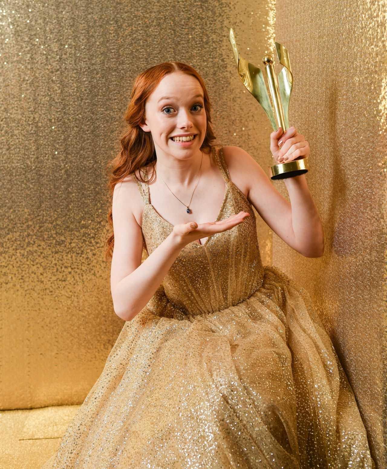 amybeth-mcnulty-2019-canadian-screen-awards-broadcast-gala-photoshoot-4