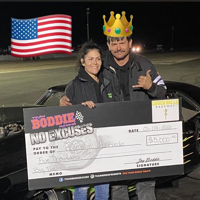 Franklin Azevedo flaunting his prize money