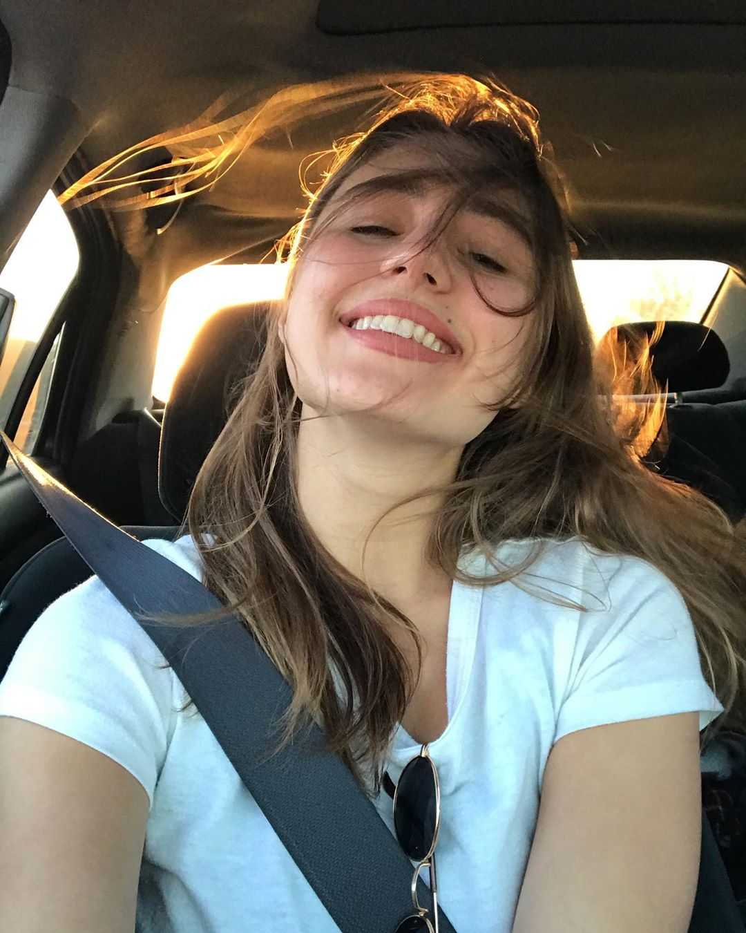 Lia Marie Johnson livestream